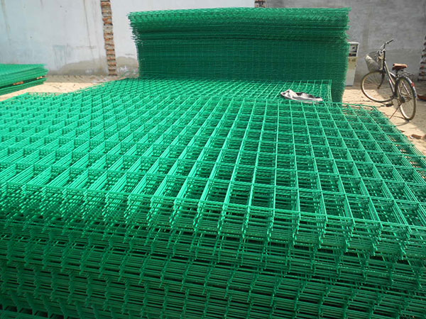 Welded Wire Mesh Fence图片3